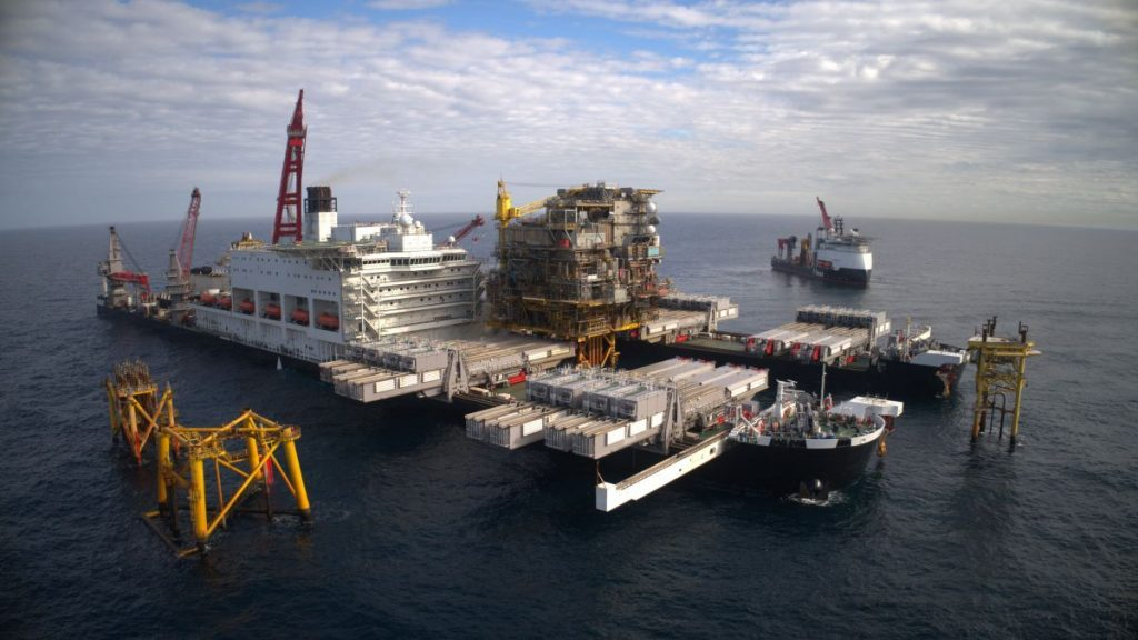 Decommissioning projects drive utilisation of heavy-lift fleet