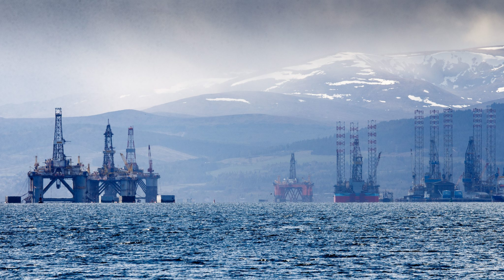 UK govt oil revenues fall 70% as price crash and decommissioning take effect